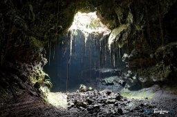 Tunnel de lave sous la coulée 2004, à l'île de La Réunion Photo n°5