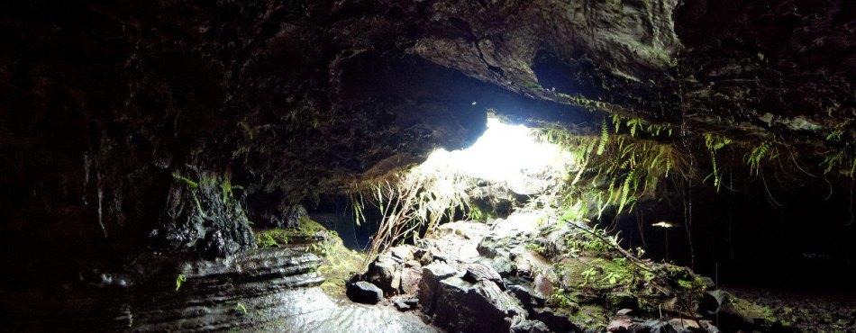 Tunnel de lave sous la coulée 2004, à l'île de La Réunion
